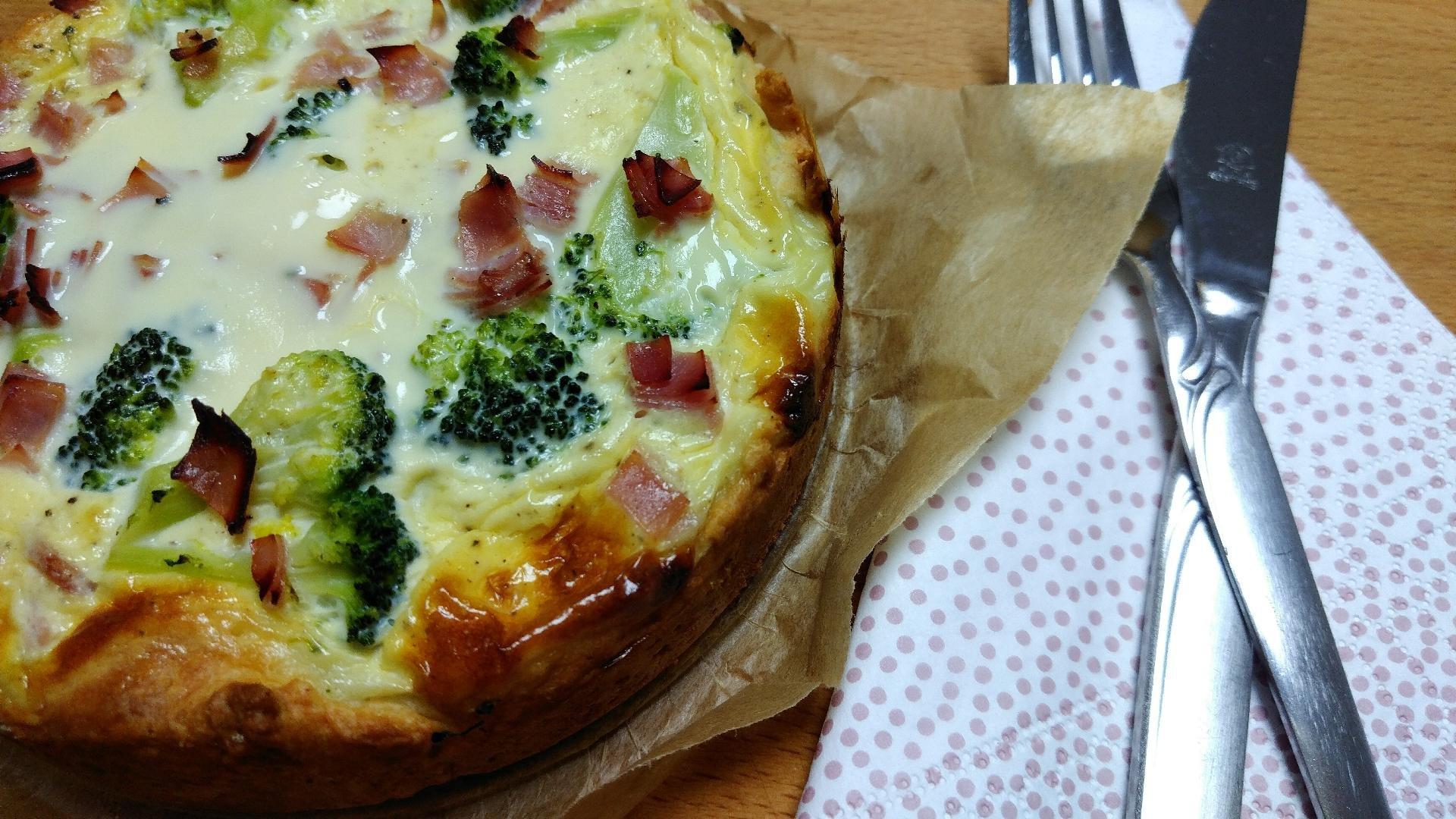 Quiche mit Käse und Brokkoli